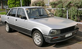 1985 Peugeot 505 GTI Executive sedan (2015-11-11) 01 rotated.jpg