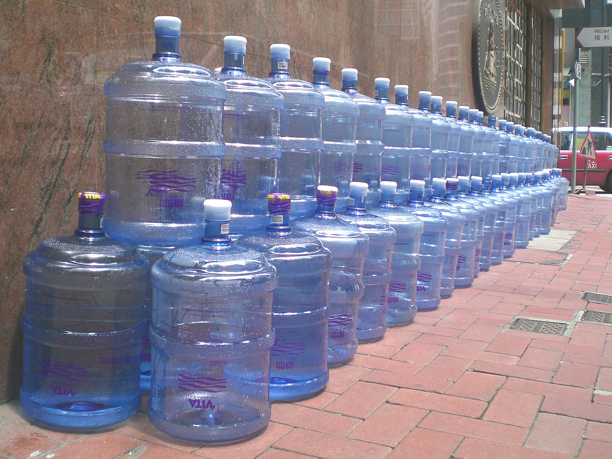 Botella de pl stico wikipedia la enciclopedia libre for Plasticos para estanques de agua