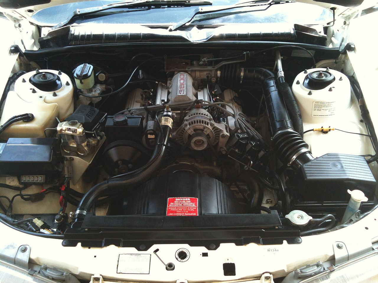 File 1994 Holden Vr Commodore Engine Bay Jpg Wikimedia