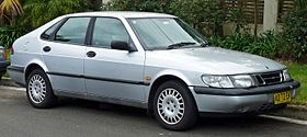 1996-1998 Saab 900 (MY97) S 5-door hatchback (2010-07-05).jpg
