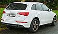 2009-2011 Audi Q5 (8R) 2.0 TFSI quattro wagon (2011-10-25) 02.jpg
