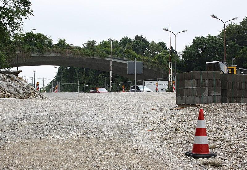 File:2010-07-Westparkbrucke ueber Garmischer Strasse.JPG