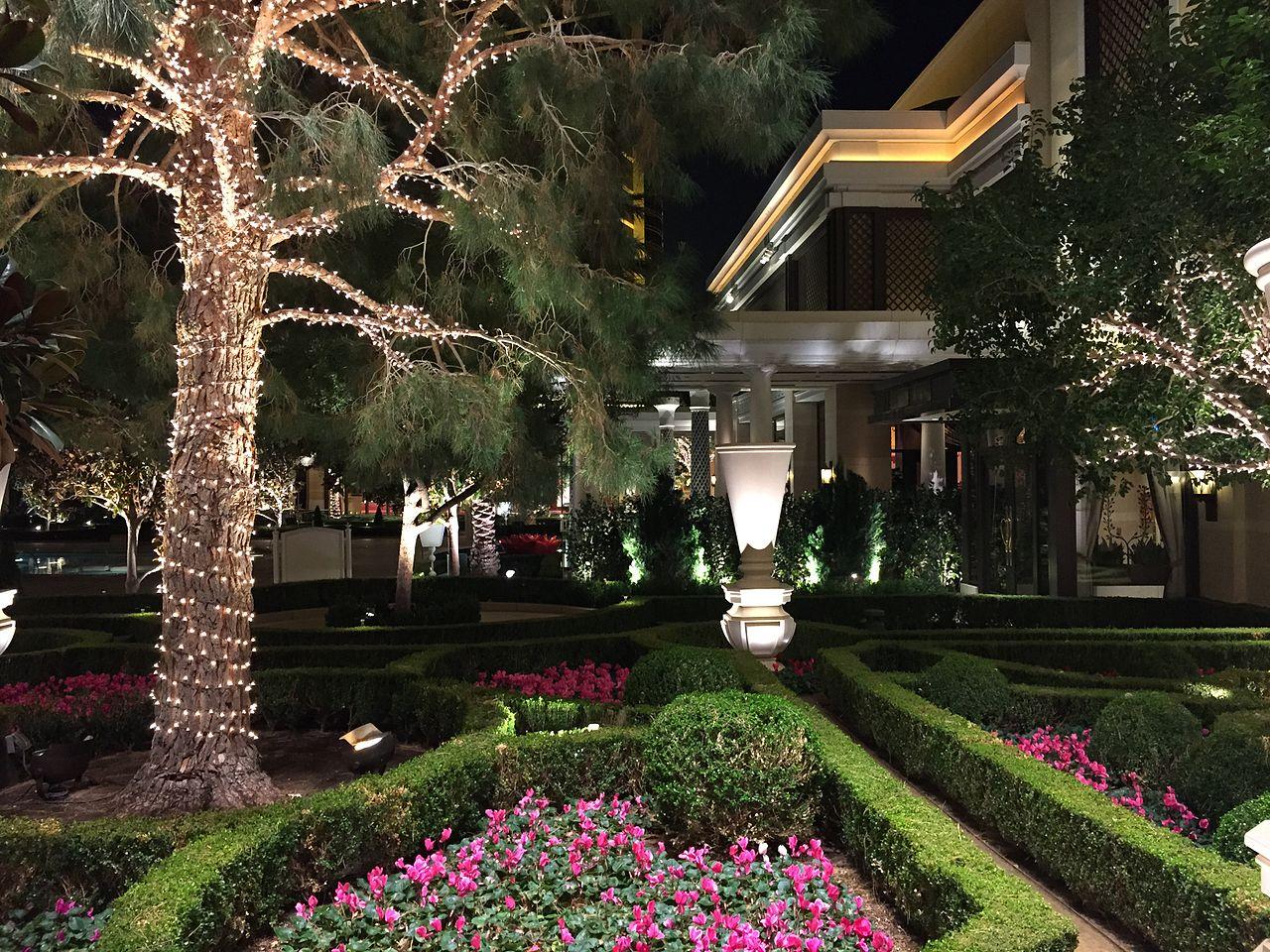 File 2015 01 16 00 25 49 garden at night inside the encore for Creative design interior of nevada