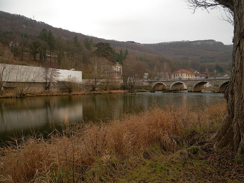 This file was uploaded  with Commonist.    Le Doubs, à Pont-de-Roide.  Photo réalisée avec un filtre Hoya ND400 + un filtre polarisant Hoya PRO1.