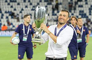 Luis Enrique (footballer) - Luis Enrique lifts the 2015 UEFA Super Cup trophy
