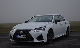 2016 Lexus GS-F Fujiweiss Vorderansicht links.jpg