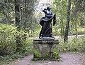 215. Павловский парк. Cтатуя Ниобида.jpg