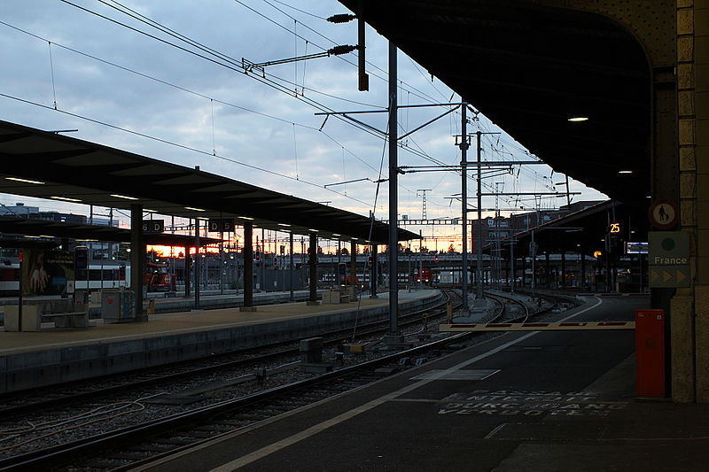 File:3 Basel SBB Durchgang 260915.jpg
