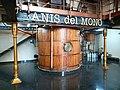 43 Fàbrica d'Anís del Mono (Badalona), sala de destil·lació, caldera.jpg
