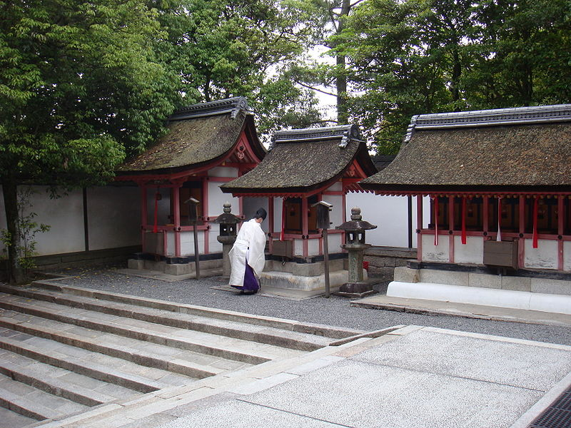 File:A priest in Fushimi Inari-taisha.jpg
