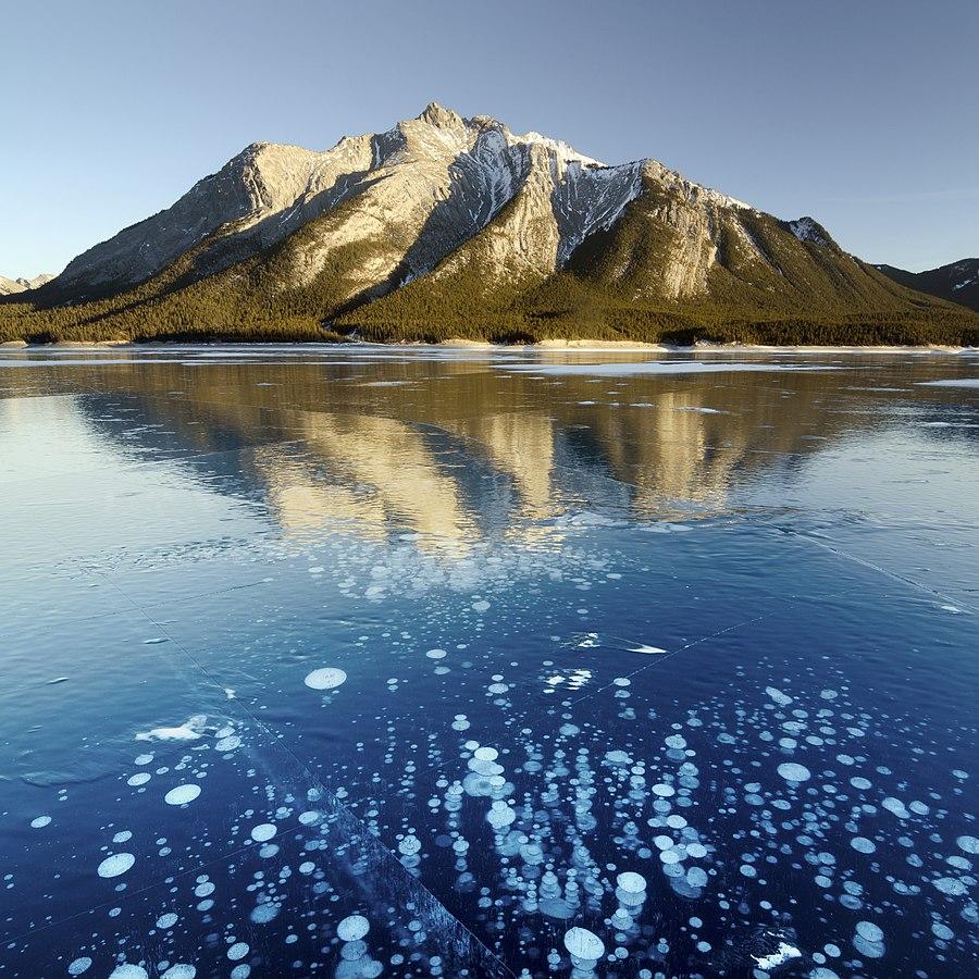 Burbujas en el lago Abraham, congelado (Canadá).
