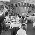 Afhalen van Josephine Baker in Frankrijk Diner met J B, Bestanddeelnr 912-6476.jpg