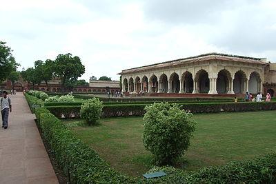 Agra-Fort-gardens-103.JPG
