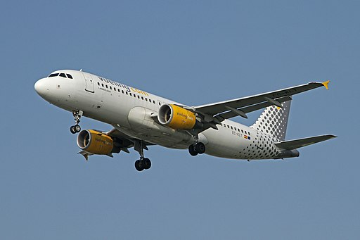Airbus A320-216 EC-KLT Vueling Airlines