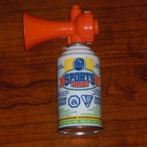 English: A common sports air horn used for spo...