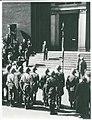 Akademisk Skytteforenings fane afhentes af modstandsfolk (6045410679) (2).jpg