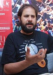 Biografilm Festival: Andrea Romeo con la maglietta di Wikipedia.