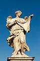 Ange portant le voile de sainte Véronique de Cosimo Fancelli, Pont Saint-Ange, Rome, Italie.jpg