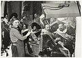 Anne van Grevenstein bezig met de restauratie van de Schuttersstukken van Frans Hals. NL-HlmNHA 54020664.JPG