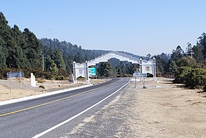 San José del Rincón - Arch on the Angangueo–San José del Rincón highway at the Michoacán–Mexico state border