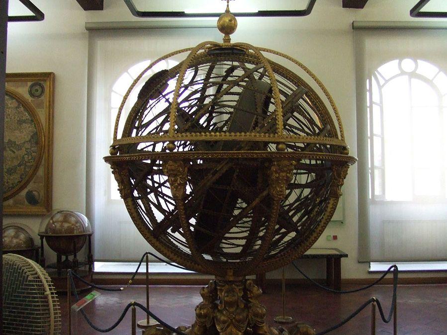 f033bdc4f90 Le plus grand modèle de Santucci à Florence (1585). La sphère armillaire ...