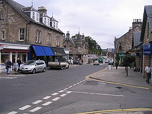 English: Atholl Road, Pitlochry The main stree...