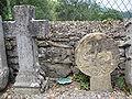 Aussurucq (Pyr-Atl, Fr) vieux stèles discoïdales.JPG