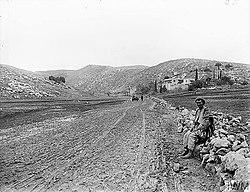 שער הגיא בשנת 1917 - החאן לצד הדרך