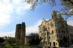 Baku Maiden Tower & Neftchiler Avenue 2010.jpg