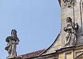 Bayreuth 03.04.07 Spitalkirche, Fassade, 2 Sandstein-Skulpturen (linke Seite).jpg
