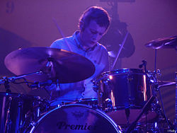 Chris Sharrock nel 2011 con i Beady Eye