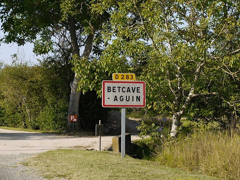 Panneau de l'entrée sud de Betcave-Aguin.