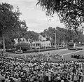 Bijeenkomst voor het paleis van de gouverneur op het Gouvernementsplein in Param, Bestanddeelnr 252-4405.jpg