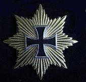 """Eisernes Kreuz mit goldenen Strahlen, genannt """"Blücherstern"""" (Replik) (Quelle: Wikimedia)"""