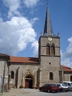 Boisset (Haute-Loire, Fr), l'église avec son portail.JPG