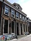 foto van Herenhuis met rechte kroonlijst