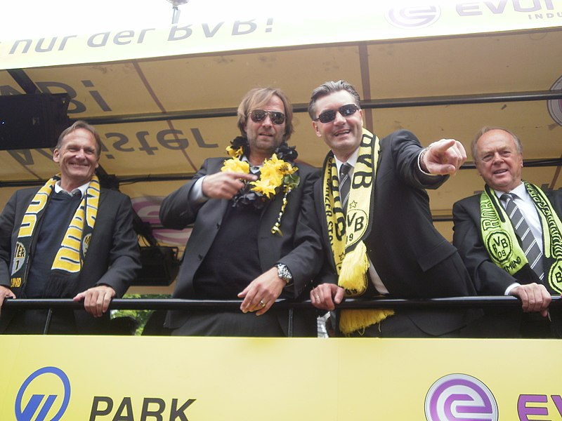 ไฟล์:Borussia dortmund celebration 2011.jpg