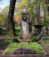 Lessings Grab auf dem Magnifriedhof in Braunschweig (Quelle: Wikimedia)