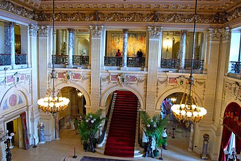 English: The Great Hall of The Breakers in New...