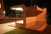 Brno, Obilní trh, tramvajová čekárna v noci (0822).jpg