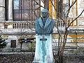 Bucuresti, Romania, Str. Henri Coanda (casa Macca - Institutul de Arheologie Vasile Parvan) B-II-m-B-18440 (statuia lui Vasile Parvan).JPG