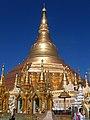 Buddyjska pagoda Shwedagon w Yangon - Myanmar (Birma), Wspinaczka na wierzchołek po piorunochronie (widoczny na lewej krawędzi) - panoramio.jpg