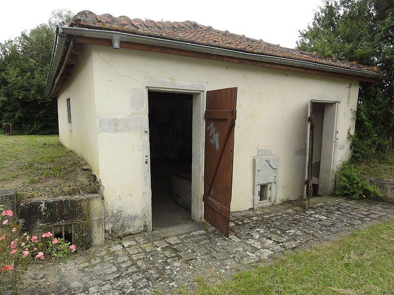 Buissoncourt (M-et-M) lavoir extérieur