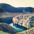 Bukuri madheshtore e krepave ne liqenin e fierzes.jpg