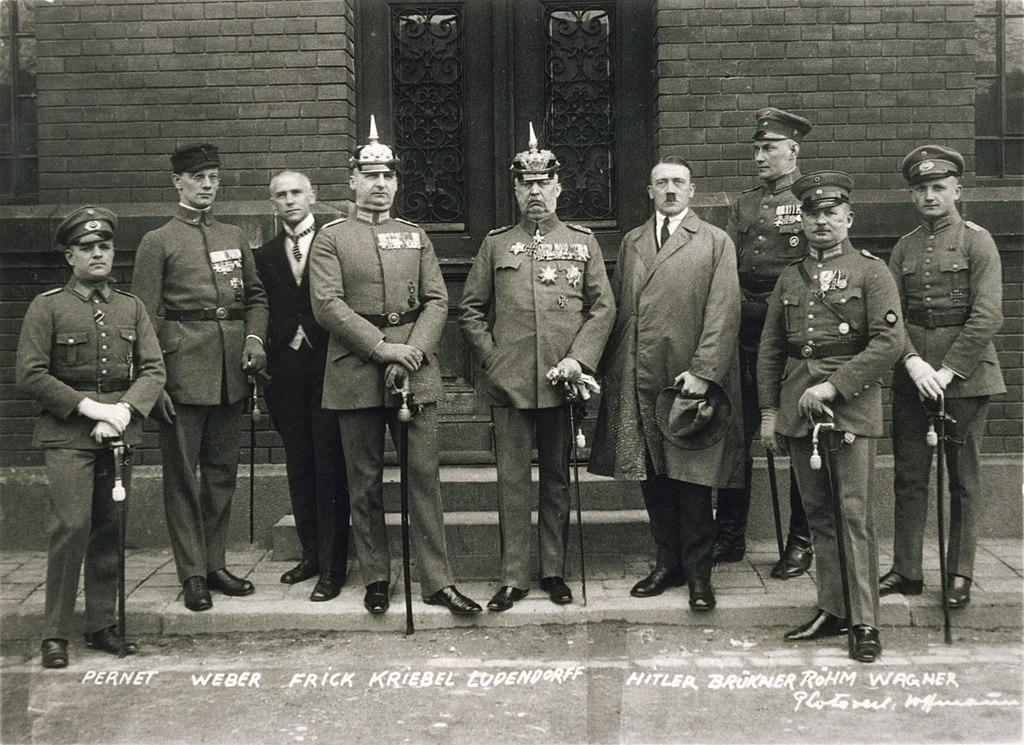 Bundesarchiv Bild 102-00344A, München, nach Hitler-Ludendorff Prozess