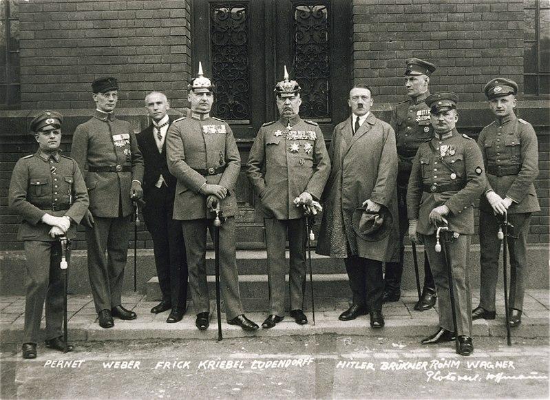 Bundesarchiv Bild 102-00344A, M%C3%BCnchen, nach Hitler-Ludendorff Prozess