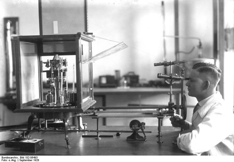Bundesarchiv Bild 102-06493, Reichsanstalt für Maß und Gewicht