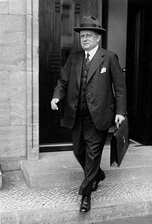 Franz Bracht - Bracht leaving the Reich Chancellery, 1932