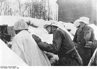 Bundesarchiv Bild 183-B20689, vor Leningrad, General Lindemann in den vordersten Linien.jpg