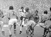 Bundesarchiv Bild 183-N0630-0024, Fußball-WM, DDR - Niederlande 0-2